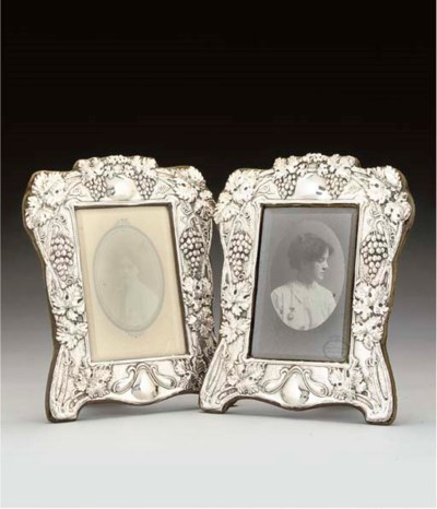 A PAIR OF EDWARDIAN SILVER PHO