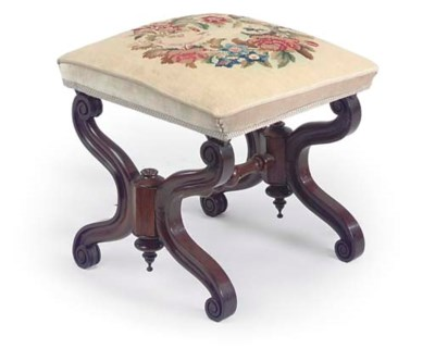 AN EARLY VICTORIAN ROSEWOOD ST