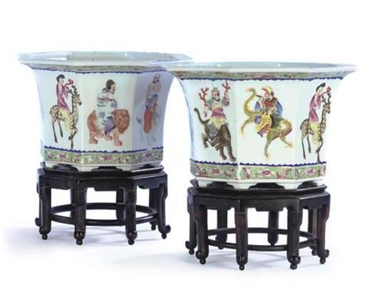 A PAIR OF CHINESE POLYCHROME P