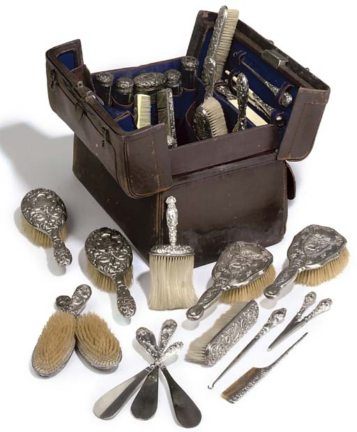 A TRAVELLING DRESSING TABLE CASE