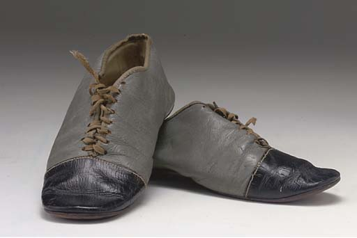 A PAIR OF BOY'S SHOES, CIRCA 1