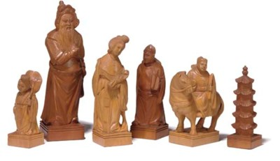 A CHINESE-EXPORT CARVED WOOD F
