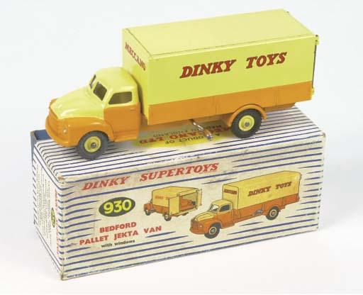 A Dinky 930 Bedford Pallet Jek