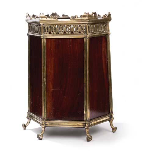 A MAHOGANY AND BRASS MOUNTED W