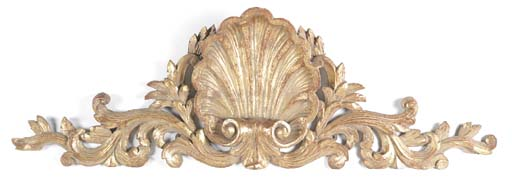 A CARVED GILTWOOD CRESTING