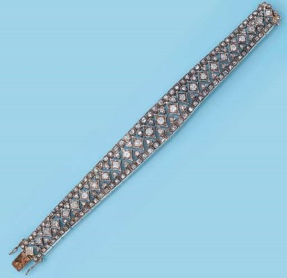 AN ANTIQUE DIAMOND BRACELET, B