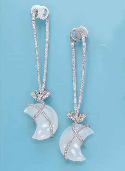 A PAIR OF CHALCEDONY AND DIAMO