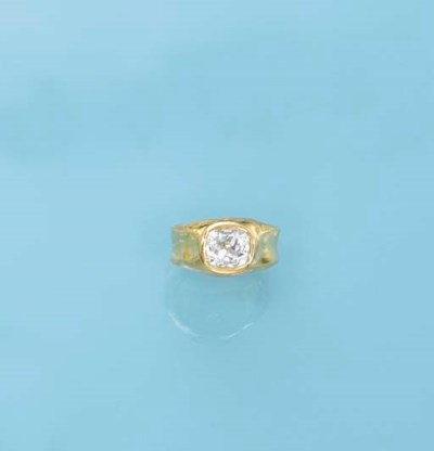 A DIAMOND AND 22K GOLD RING, B