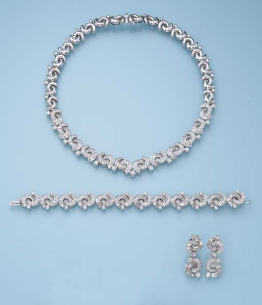 A DIAMOND AND 18K WHITE GOLD SUITE