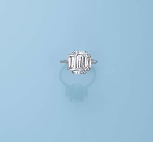 AN ART DECO DIAMOND RING, BY C