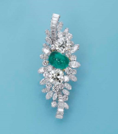 A DIAMOND AND EMERALD BROOCH,