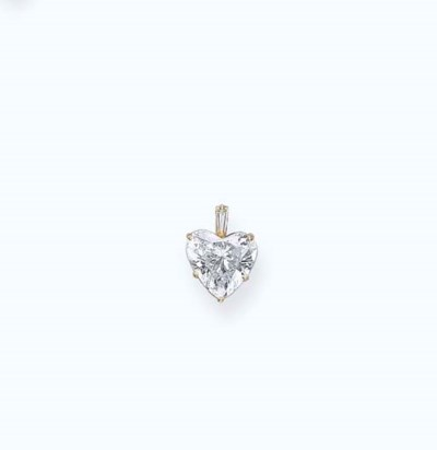 A HEART-SHAPED DIAMOND PENDANT