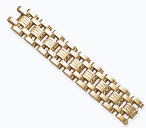 AN 18K GOLD 'TANK' BRACELET