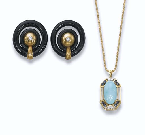 A PAIR OF ONYX AND GOLD EAR CL