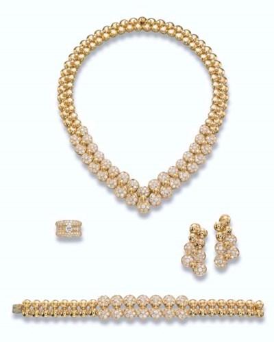 A GOLD AND DIAMOND SET