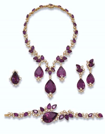 AN AMETHYST AND DIAMOND SUITE,