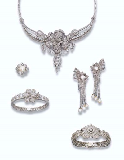 A GROUP OF DIAMOND FLORAL JEWE