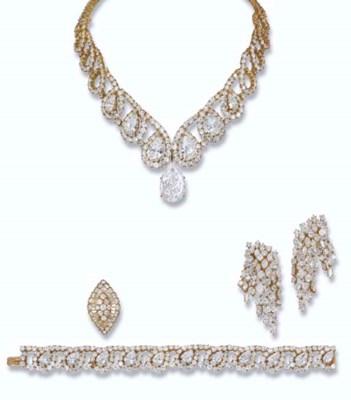A SPECTACULAR DIAMOND SET AND