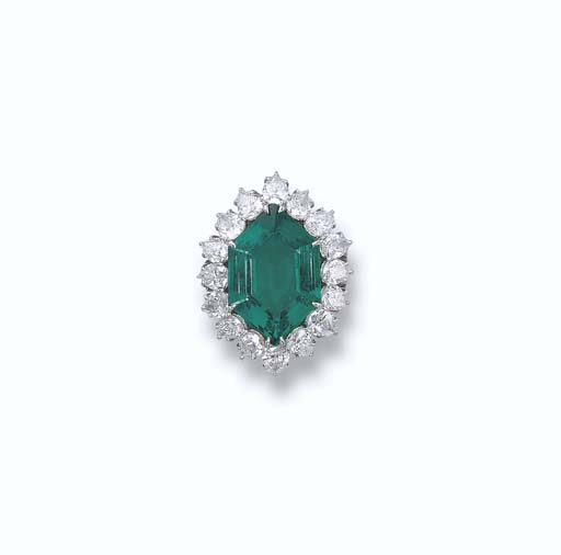 AFINE EMERALD AND DIAMOND RING