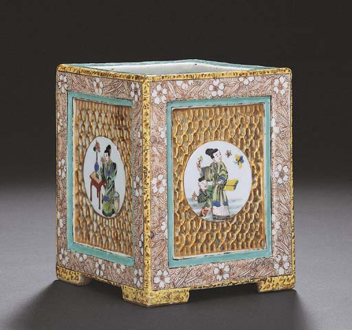 A FAMILLE VERTE RETICULATED SQUARE BRUSHPOT