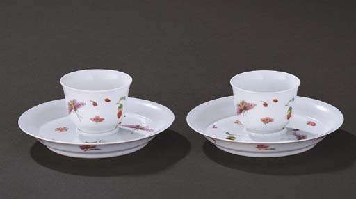 A FINE AND VERY RARE PAIR OF FAMILLE ROSE CUPS AND STANDS
