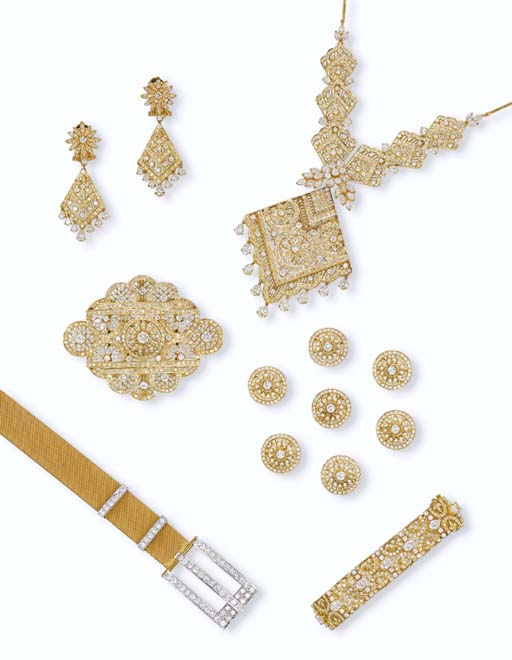 A GROUP OF DIAMOND AND GOLD JEWELLERY AND A BELT