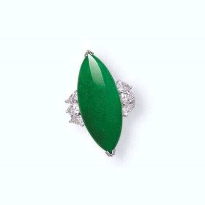 A JADEITE AND DIAMOND RING/PEN