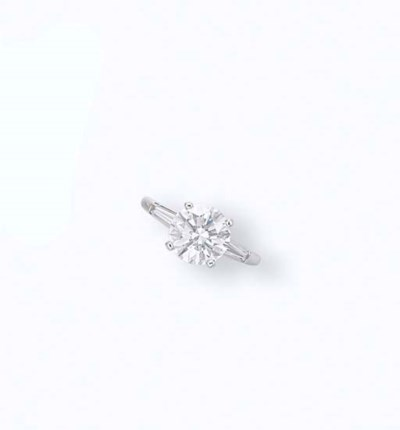 A COLOURED DIAMOND RING, BY TI