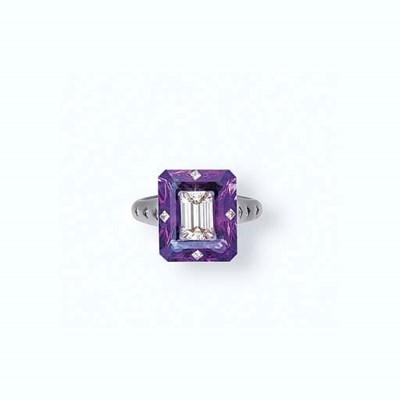 A DIAMOND AND AMETHYST RING