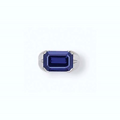 A SAPPHIRE RING, BY CHATILA