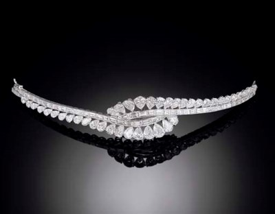 A DIAMOND BRACELET, BY VAN CLE