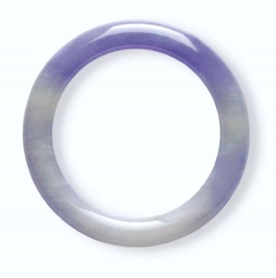 A LAVENDER JADEITE BANGLE