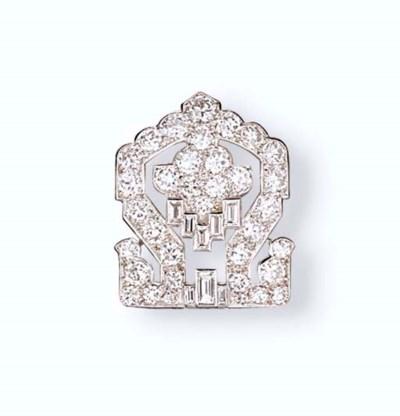 A DIAMOND CLIP BROOCH, BY CART