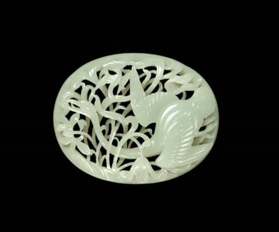A FINELY CARVED WHITE JADE OVA