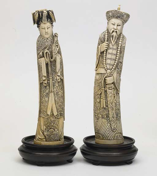 **A PAIR OF CHINESE IVORY CARV