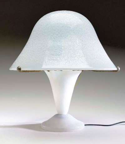 AN ETCHED GLASS TABLE LAMP,