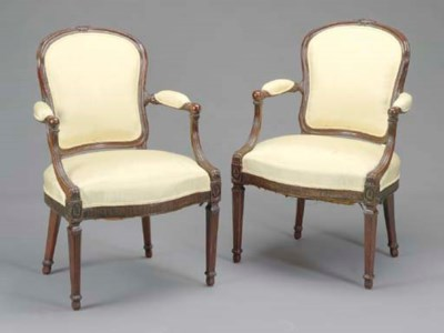 A PAIR OF GEORGE III CARVED MA