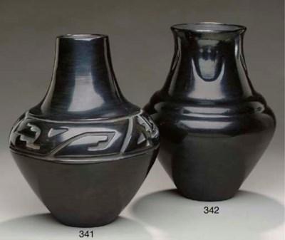 A SANTA CLARA BLACKWARE JAR
