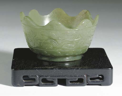 A CHINESE  GRAYISH-GREEN JADE