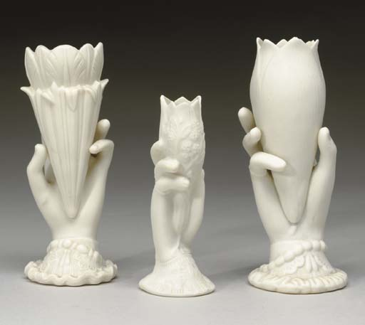 A GROUP OF VARIOUS CERAMIC AND
