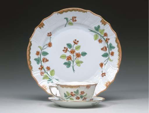 A HEREND PORCELAIN PART DINNER