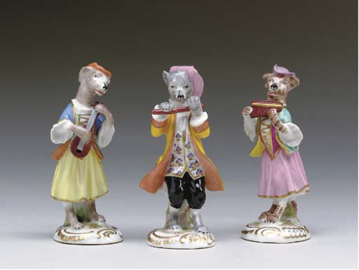 A GROUP OF FOURTEEN PORCELAIN