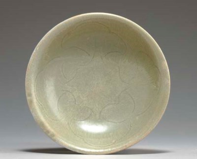 A YUEYAO CARVED SHALLOW BOWL,