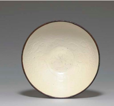 A LARGE MOLDED DINGYAO BOWL,