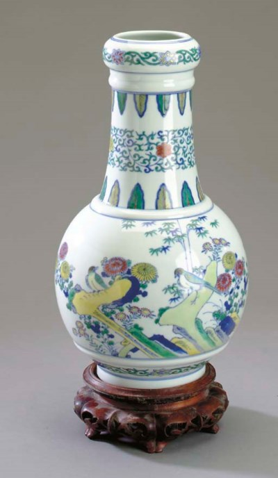 A CHINESE DOUCAI BOTTLE VASE,