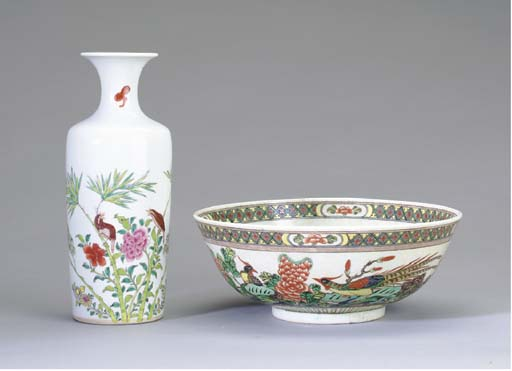 A CHINESE FAMILLE ROSE VASE AN