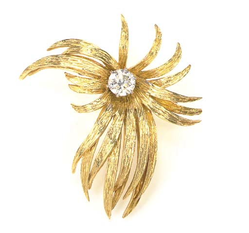 A DIAMOND AND 18K GOLD FLOWER