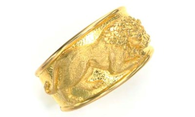 AN 18K GOLD CUFF BRACELET, BY