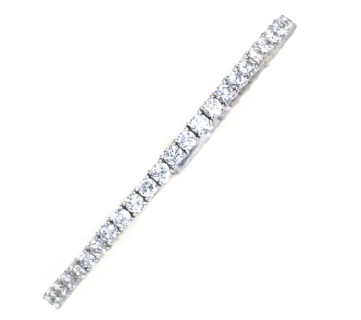A DIAMOND AND PLATINUM BANGLE