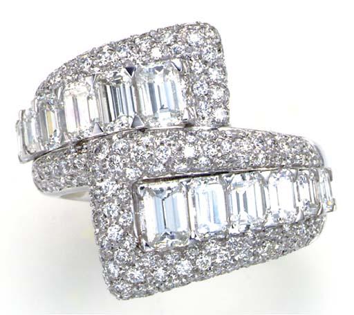 A DIAMOND AND 18K GOLD CROSSOV